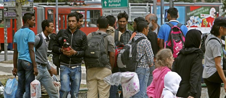 Nielegalni imigranci podejmujący w Wielkiej Brytanii pracę muszą się liczyć z karą pozbawienia wolności, a także z konfiskatą zarobionych pieniędzy - poinformował rząd w Londynie. Brytyjskie władze chcą w ten sposób ograniczyć napływ uchodźców.
