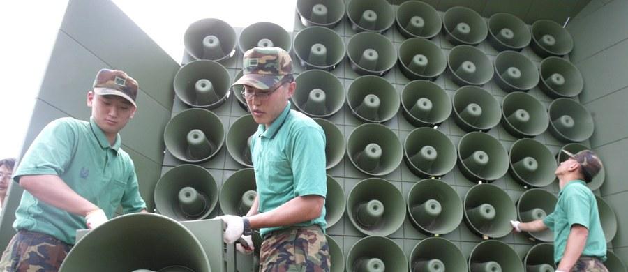 Korea Południowa wyłączyła głośniki, z których nadawała  propagandowe informacje na granicy z Koreą Północną. To efekt porozumienia w sprawie złagodzenia ostatniego kryzysu między państwami koreańskimi.