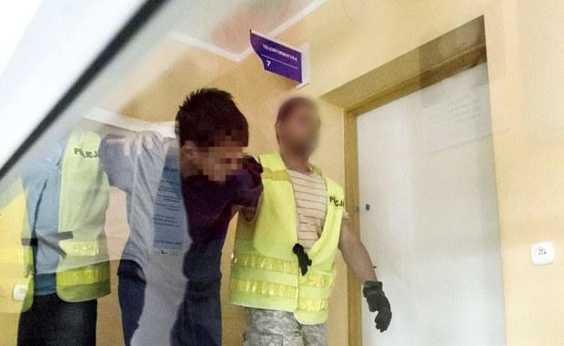 Biegli psychiatrzy zbadali 27-latka, który w ubiegłą środę w centrum Kamiennej Góry uderzył siekierą 10-latkę. Cios był śmiertelny. Opinia specjalistów trafi do prokuratury najpóźniej w czwartek. Jeżeli okaże się, że jedno badanie nie wystarczy, by określić poczytalność mężczyzny w czasie ataku, śledczy złożą do sądu wniosek o czterotygodniową obserwację.