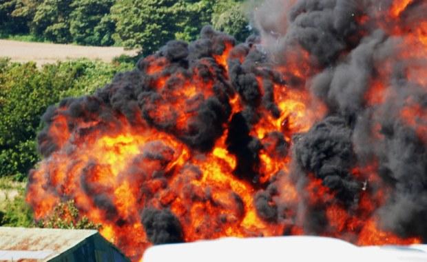 Nie znaleziono więcej ofiar pod wrakiem samolotu, który w minioną sobotę rozbił się na drodze szybkiego ruchu podczas pokazów w południowej Anglii. Zginęło 11 osób, ale to może nie być ostateczny bilans tragedii. Policja otrzymał informacje od prawie 200 osób, które poszukują swych bliskich.