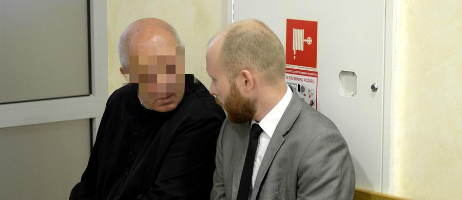 Ksiądz oskarżony o psychiczne i fizyczne znęcanie się nad 13-letnim Bartkiem i doprowadzenie go tym do samobójstwa stanął przed sądem w Brzozowie (Podkarpackie). Jest to drugi proces w tej sprawie. Duchowny był już za te same czyny skazany nieprawomocnym wyrokiem. Stanisław K., były proboszcz parafii w Hłudnie, odpowiada także za znęcanie się nad trójką innych dzieci w okresie od września 2005 do grudnia 2007 roku.