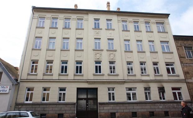 Nieznani sprawcy usiłowali podpalić w nocy budynek w Lipsku przeznaczony na kwatery dla imigrantów. Z kolei w miejscowości Parchim na teren schroniska dla azylantów wtargnęło dwóch mężczyzn z nożem.