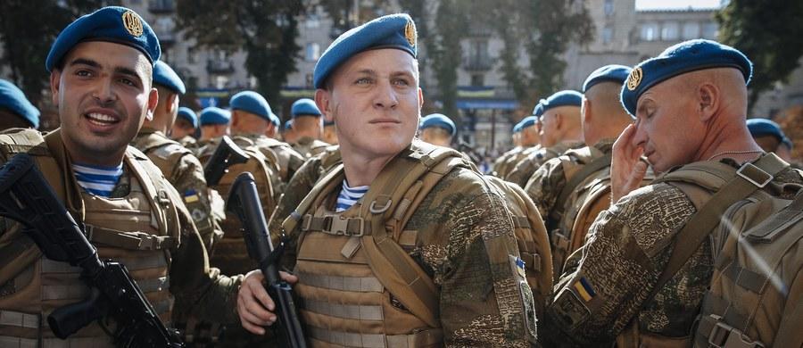 15 wojskowych przeszkolonych dotąd w Polsce - to efekt zapowiadanej pół roku temu pomocy polskiego rządu dla ukraińskiej armii. Jak zapewnia resort obrony, prowadzimy wiele cyklicznych szkoleń, ale jak wynika z informacji, które uzyskał w MON reporter RMF FM, od listopada ubiegłego roku, gdy ruszyły te zajęcia, objęły one jedynie 46 mundurowych i cywilów.