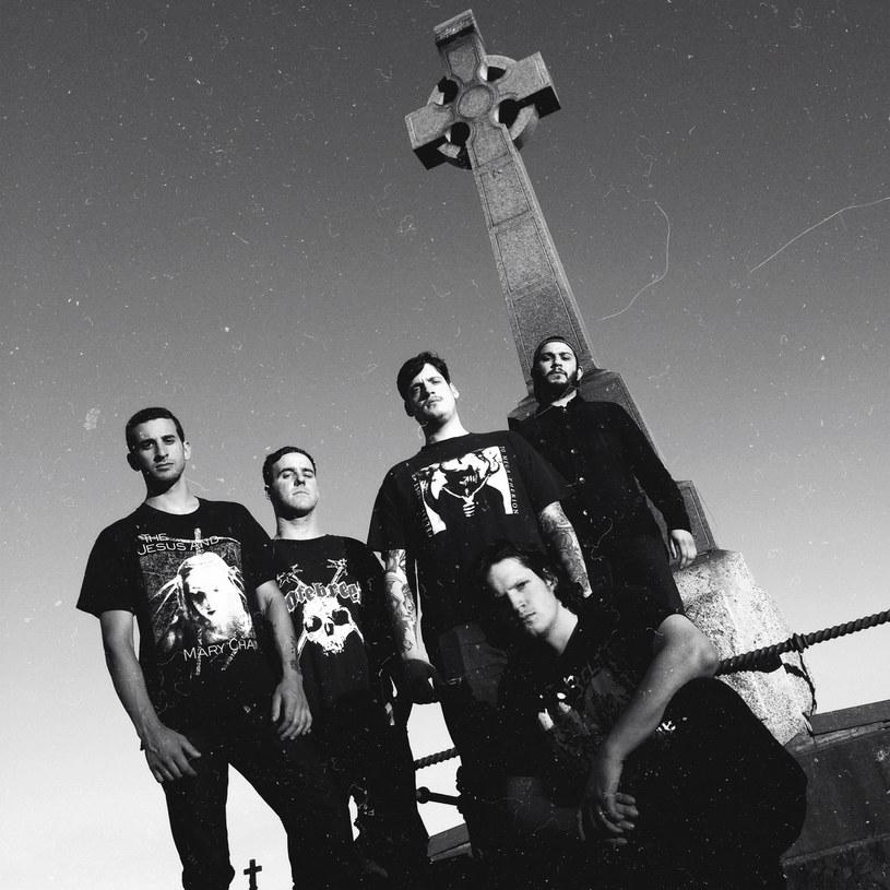 Kalifornijska formacja Twitching Tongues nagrała trzeci album.