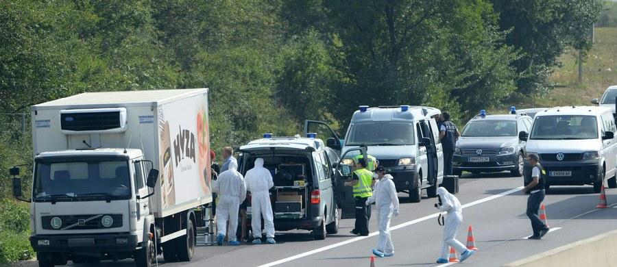 W ciężarówce zaparkowanej przy autostradzie A4 nieopodal austriackiej miejscowości Parndorf znaleziono kilkudziesięciu martwych uchodźców. Prawdopodobnie wszyscy udusili się.