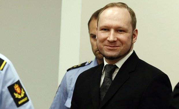 """Anders Breivik, morderca i terrorysta, który w 2011 zabił 77 osób, jest w związku. Jak podaje brytyjski """"Daily Mail"""", kobieta z którą rzekomo miał się związać, to 26-letnia Szwedka."""