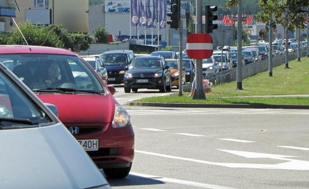 """Zwężanie jezdni dla samochodów, oddawanie ulic rowerom, priorytet dla transportu publicznego. Wszystko po to, by centrum miasta można było przemierzyć na piechotę – pisze dziś """"Dziennik Gazeta Prawna""""."""