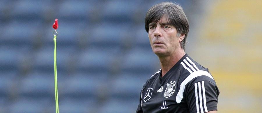 Trener piłkarskiej reprezentacji Niemiec Joachim Loew uważa, że jego zespół stać na zwycięstwo w piątkowym meczu z Polską w eliminacjach Euro 2016. Jak podkreślił, jego podopieczni postarają się ostudzić entuzjazm biało-czerwonych, wywołany dobrymi wynikami i prowadzeniem w tabeli.