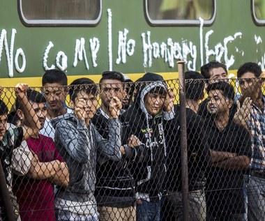 Węgry: 300 uchodźców uciekło z obozu, ponad 2000 grozi buntem
