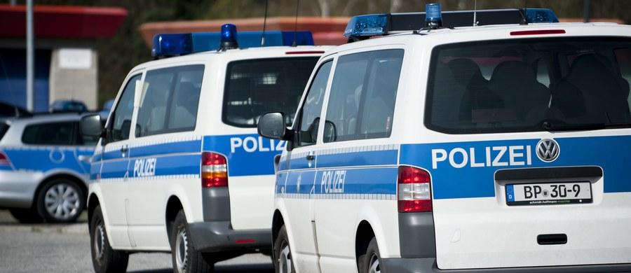 Niemiecka policja zatrzymała kilkudziesięciu polskich pseudokibiców. W centrum Frankfurtu nad Menem zaatakowali oni funkcjonariuszy.