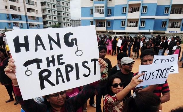 Sąd w indyjskim Dżajpurze skazał trzech mężczyzn na karę 20 lat pozbawienia wolności za zgwałcenie w lutym 20-letniej studentki z Japonii. Kolejne trzy osoby skazano na dwa lata więzienia za ukrywanie gwałcicieli.