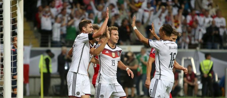 """""""Nareszcie pierwsi. Dziękujemy, chłopaki!"""" - napisano w internetowym serwisie gazety """"Bild"""" po zwycięstwie Niemców nad Polską 3:1 w meczu eliminacji piłkarskich mistrzostw Europy. Mistrzowie świata objęli prowadzenie w grupie D."""