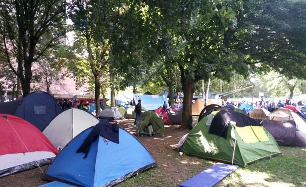 Obozowisko uchodźców powstało w centrum Brukseli. Setki Syryjczyków koczuje w parku Maksymiliana przed urzędem rejestrującym azylantów. Ze stolicy Europy relacjonuje korespondentka RMF FM, Katarzyna Szymańska-Borginon.