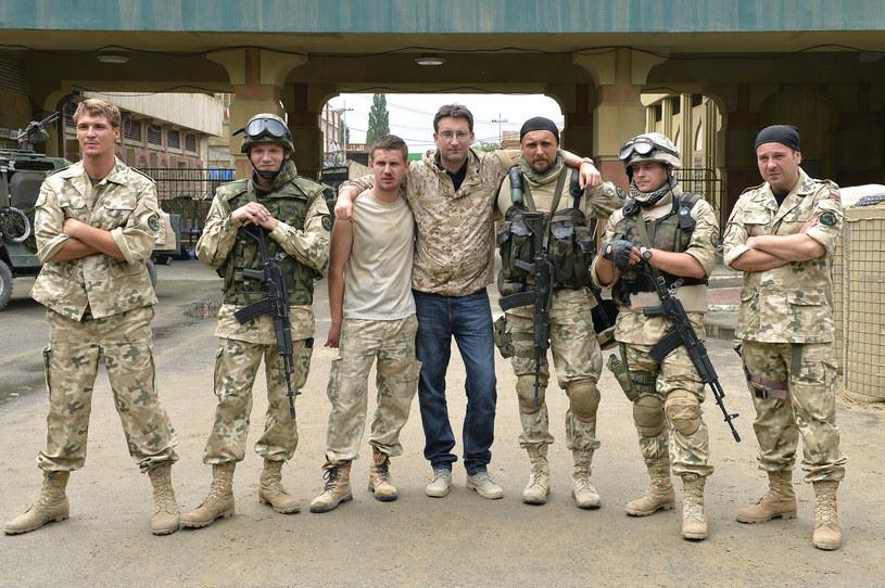 """To nie jest relacja, tylko obraz ukazujący w sposób syntetyczny doświadczenia polskich żołnierzy w Iraku - przekonuje Krzysztof Łukaszewicz, którego najnowszy film - """"Karbala"""" zadebiutuje na ekranach polskich kin 11 września."""
