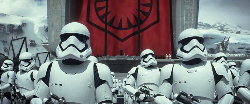 """Premiera najbardziej oczekiwanego filmu roku zbliża się wielkimi krokami. 18 grudnia 2015 roku, dokładnie za 100 dni, fani """"Star Wars"""" obejrzą nareszcie film """"Gwiezdne wojny: Przebudzenie Mocy""""."""