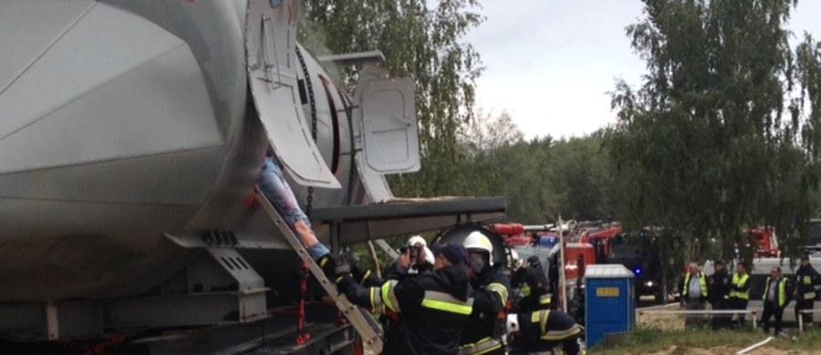 Strażacy, pogranicznicy, piloci śmigłowca, ratownicy medyczni, ratownicy WOPR - w sumie aż 150 osób wzięło udział w największych, małopolskich ćwiczeniach ratownictwa lotniskowego przy zalewie Kryspinów niedaleko Balic.