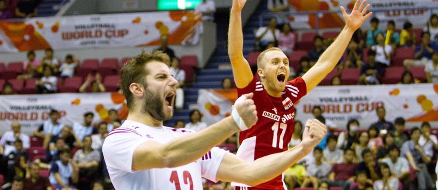 Polska pokonała Rosję 3:1 (26:28, 27:25, 25:19, 25:22) w hitowym spotkaniu siatkarskiego Pucharu Świata w Japonii! Dla biało-czerwonych był to jeden z najważniejszych pojedynków w turnieju, którego stawką jest awans na igrzyska olimpijskie w Rio de Janeiro. Jutro nasi reprezentanci zmierzą się z Argentyną.