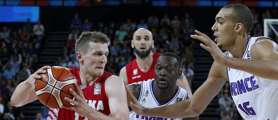 Polscy koszykarze mają zapewniony awans do 1/8 finału mistrzostw Europy. Stało się tak po środowym zwycięstwie Finlandii nad Bośnią i Hercegowiną 88:59 (19:12, 22:15, 31:15, 16:17) w meczu czwartej kolejki grupy A w Montpellier.