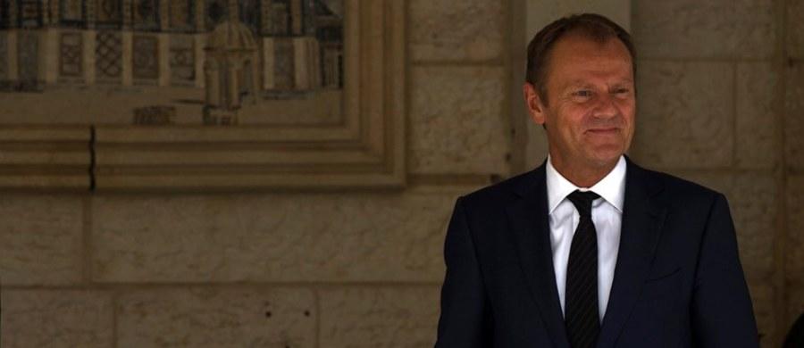 Burza w europarlamencie z powodu nieobecności szefa Rady Europejskiej Donalda Tuska podczas prezentacji podziału uchodźców przez przewodniczącego Komisji Europejskiej Jean-Claude'a Junckera. Nieobecność Polaka wytykali podczas debaty szefowie największych frakcji, a także dziennikarze zagraniczni.