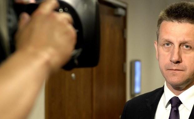 Komisja regulaminowa i spraw poselskich zajmie się sprawą immunitetu Jana Burego 23 września. Według źródeł PAP Bury na wtorkowym posiedzeniu klubu ludowców sugerował, że nie zrzeknie się immunitetu.