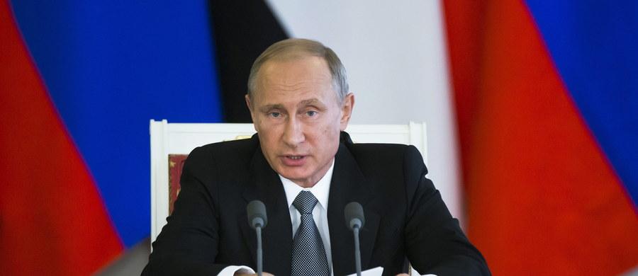 """Na ruinach zniszczonej wojną Syrii prezydent Rosji Władimir Putin buduje śródziemnomorski protektorat z portem i baza lotniczą - pisze niemiecki dziennik """"Die Welt"""". Zachód może jedynie biernie przyglądać się realizacji tego projektu."""