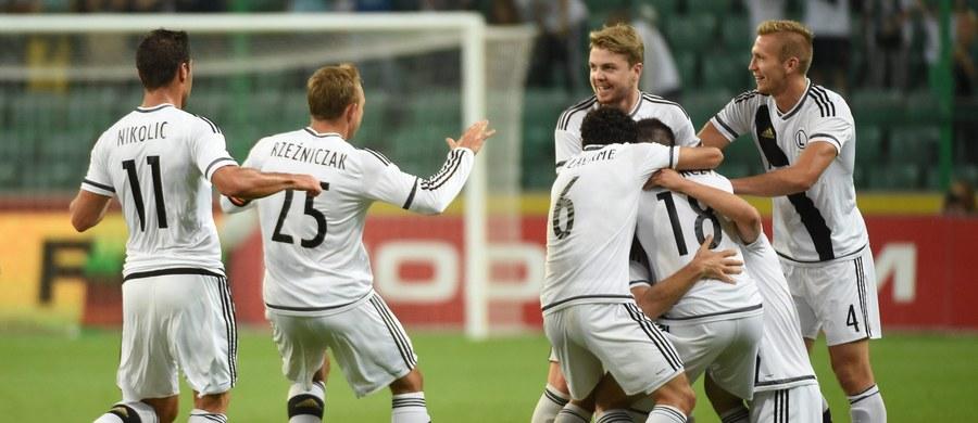 Polscy uczestnicy piłkarskiej Ligi Europejskiej - Lech Poznań i Legia Warszawa - wezmą udział w akcji pomocy uchodźcom. Oba kluby, podobnie jak wiele innych, przekażą po jednym euro z każdego biletu sprzedanego na pierwszy mecz u siebie w fazie grupowej LE.