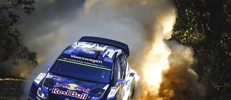 Francuski kierowca Sebastien Ogier (Volkswagen Polo-R) triumfował w samochodowym Rajdzie Australii rozegranym w okolicach Coffs Harbour. Zapewnił sobie trzeci z rzędu tytuł mistrza świata.