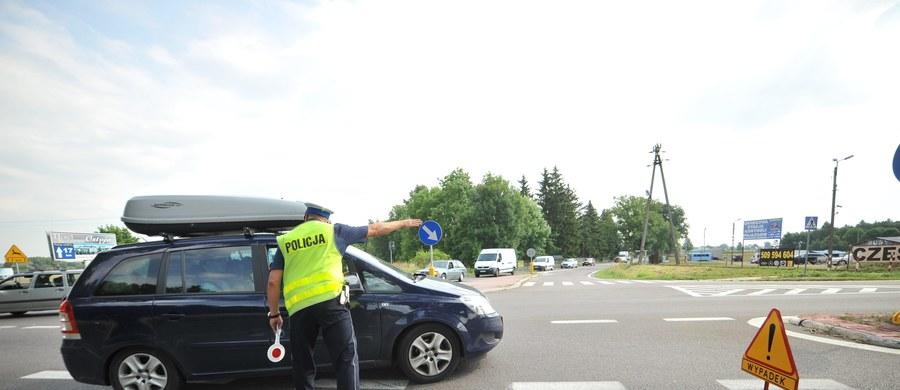 Tragiczny wypadek na drodze krajowej numer 48. Zginął motocyklista, którzy zderzył się czołowo z wojskową ciężarówką.