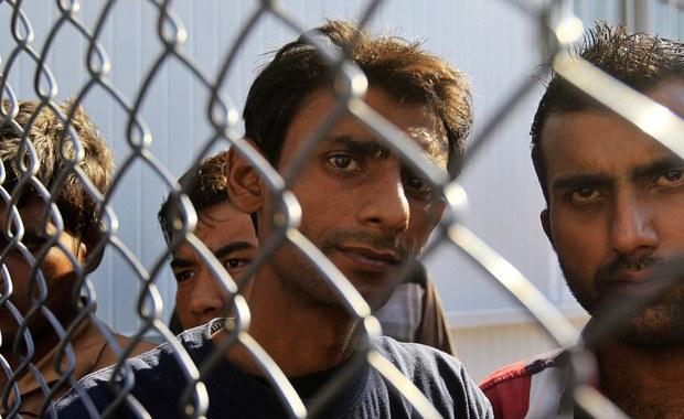 """""""Polska powinna być solidarna i może przyjąć więcej uchodźców, jeśli spełnione zostaną nasze warunki. Zależy nam na: uszczelnieniu granic zewnętrznych UE, jasnym rozróżnieniu imigrantów ekonomicznych i uchodźców oraz możliwości weryfikacji uchodźców pod kątem bezpieczeństwa"""" - mówi wiceminister spraw zagranicznych Rafał Trzaskowski."""