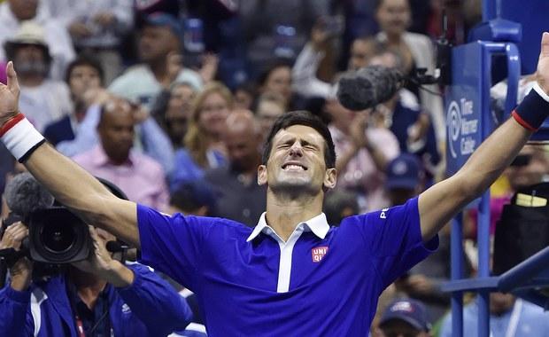 Najwyżej rozstawiony Novak Djokovic pokonał wicelidera rankingu tenisistów Szwajcara Rogera Federera 6:4, 5:7, 6:4, 6:4 w finale turnieju US Open. Serb wywalczył 10. tytuł wielkoszlemowy, a w nowojorskiej imprezie triumfował po raz drugi w karierze.