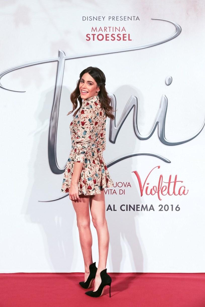 """Disney ogłosił rozpoczęcie prac nad produkcją pełnometrażowego filmu """"Tini - El Gran Cambio de Violetta"""". Główną rolę powierzono Martinie """"Tini"""" Stoessel, która robi zawrotną karierę przede wszystkim jako gwiazda bijącego światowe rekordy popularności serialu Disney Channel """"Violetta"""", ale również jako piosenkarka ze świeżo podpisanym kontraktem z wytwórnią Hollywood Records."""