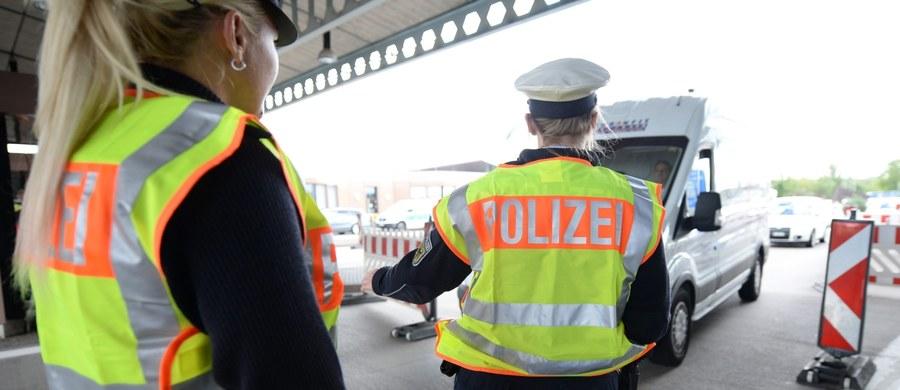 Tutaj w Brukseli nikt nie ma wątpliwości, że Niemcom chodzi o wywarcie presji między innymi na Polskę. Angela Merkel już wcześniej zapowiadała, że jeżeli nie będzie solidarności w sprawie uchodźców to Schengen jest zagrożone. Minister Trzaskowski oficjalnie jednak zaprzecza, jakoby decyzja Niemiec była rodzajem szantażu, czy ostrzeżeniem. Bo nie wypada mu mówić inaczej.