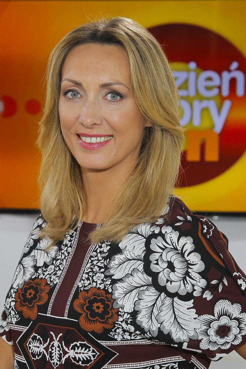 """- W telewizji śniadaniowej można dotknąć równie ważnych tematów, jak w newsach - uważa Anna Kalczyńska. Prezenterka """"Dzień Dobry TVN"""" twierdzi, że w Polsce niesłusznie traktuje się telewizję śniadaniową pogardliwie. Jej zdaniem w porannym magazynie prowadzi się równie istotne rozmowy, co w programach newsowych, choć używa się innego języka."""