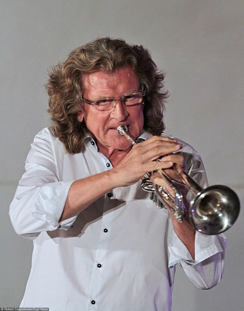 """Podczas nagrywania piosenki """"Chałupy Welcome To"""" Zbigniew Wodecki zapisywał sobie położenie palców podczas grania na trąbce. """"Okazało się, że nie znał zapisu nut na ten instrument"""" - wspomina kompozytor piosenki Ryszard Poznakowski."""