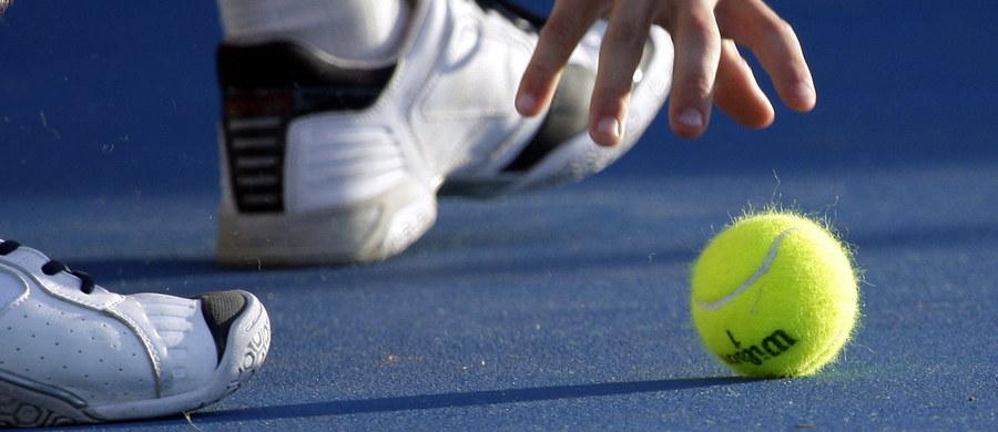 Michał Przysiężny uległ Martinowi Klizanowi w meczu barażowym o awans do Grupy Światowej przyszłorocznej edycji Pucharu Davisa. Polscy tenisiści przegrywają w Gdynia Arena ze Słowakami 0:1.