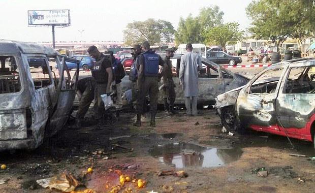 Trzy silne eksplozje wstrząsnęły w niedzielę miastem Maiduguri, stolicą położonego na północnym wschodzie Nigerii stanu Borno. O przeprowadzenie ataków władze podejrzewają islamistów z Boko Haram.