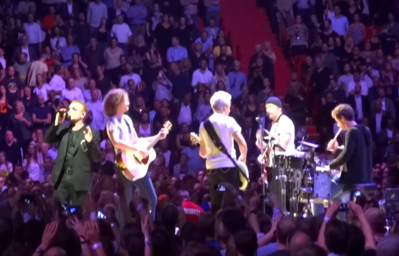 """Podczas koncertu U2 w Sztokholmie (17 września) dwóm Polakom udało się zagrać z muzykami legendarnej grupy w utworze """"Angel of Harlem""""."""