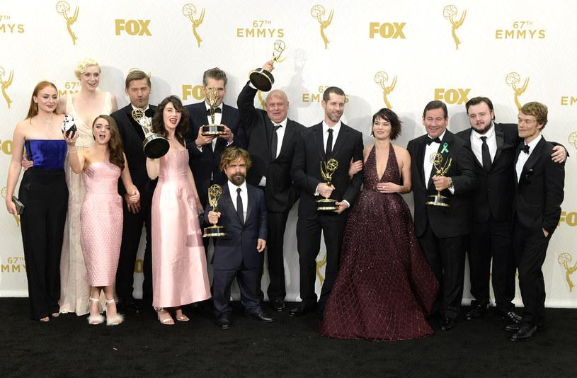 """Prestiżowe nagrody Emmy, nazywane """"telewizyjnymi Oscarami"""", wręczono po raz 67. w Los Angeles. Nagrodę dla najlepszego serialu dramatycznego otrzymała epopeja fantasy """"Gra o tron"""". Najlepszym serialem komediowym została z kolei satyra polityczna zatytułowana """"Figurantka""""."""