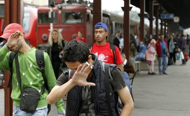 """""""Jest światło w tunelu w sprawie podziału 120 tys. uchodźców"""" - powiedział dziennikarce RMF FM luksemburski dyplomata, a to Luksemburg prowadzi negocjacje jako kraj przewodniczący w Unii Europejskiej w tym półroczu. Wczoraj wieczorem odbyło się w Brukseli za zamkniętymi drzwiami spotkanie ambasadorów UE w sprawie uchodźców."""