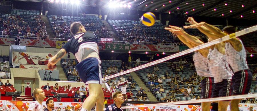Polscy siatkarze pokonali Amerykanów 3:1 (17:25, 25:19, 25:23, 25:15) w swoim dziewiątym, niezwykle ważnym meczu Pucharu Świata! W tej chwili są jedyną wciąż niepokonaną drużyną w turnieju! Awans na igrzyska w Rio de Janeiro jest już naprawdę blisko.