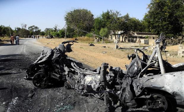 Co najmniej 54 ludzi zginęło, a 90 zostało rannych w następstwie eksplozji bomb w nigeryjskim mieście Maiduguri w stanie Borno na północnym wschodzie. Nikt nie przyznał się do ataków, lecz noszą one znamiona zamachów islamistycznej grupy Boko Haram, która dąży do przejęcia władzy w tym afrykańskim kraju.