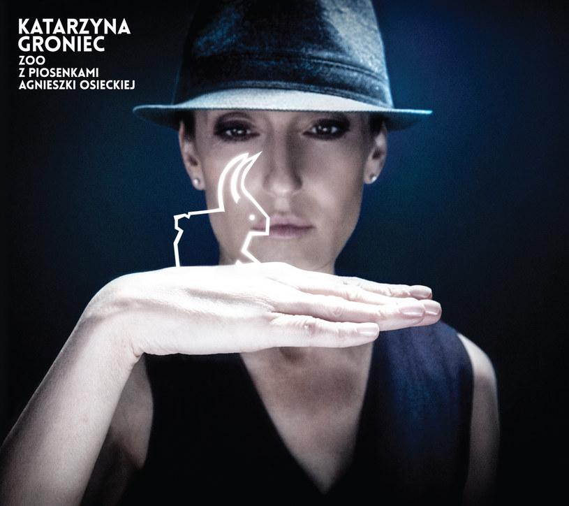 """Album Groniec promuje singel """"Króliczek"""". Wydawnictwo, które premierę miało 18 września zostało wzbogacone o DVD, będące zapisem koncertowej wersji materiału."""