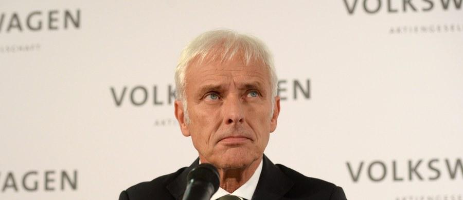 Na czele Volkswagena, który walczy ze skutkami skandalu wokół manipulowania pomiarami szkodliwych substancji w spalinach, stanął dotychczasowy szef spółki córki Porsche, Matthias Mueller.  Prezes Volkswagena Martin Winterkorn w środę podał się do dymisji. Jego następcę w piątek wybrała rada nadzorcza koncernu.