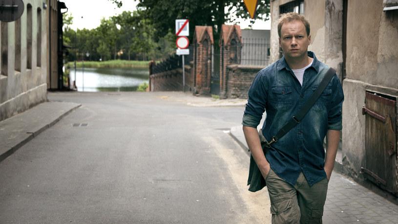 """Śmierć nie czeka na przerwę! Canal+ odkrywa zarys fabuły swojego nowego serialu kryminalnego zatytułowanego """"Belfer"""", w którym w tytułowej roli zobaczymy Macieja Stuhra."""