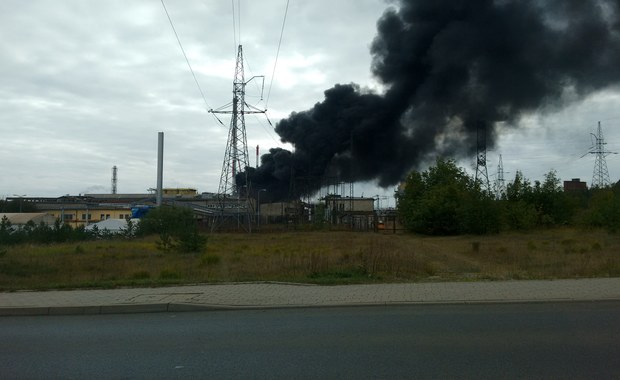 Pożar w Zakładach Górniczo-Hutniczych w Bukownie w Małopolsce. Informację i zdjęcia otrzymaliśmy od Was – na Gorącą Linię RMF FM. Jak powiedział nam oficer dyżurny wojewódzkiej komendy straży pożarnej, na terenie przedsiębiorstwa zapalił się transformator.
