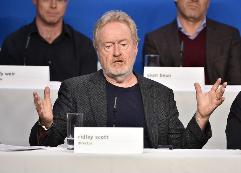 """Ridley Scott wyznał, że już od dwóch miesięcy wiedział o odkryciu wody na Marsie, ale było to zbyt mało czasu, aby w związku z tym zmienić fabułę wyreżyserowanego przez siebie """"Marsjanina""""."""