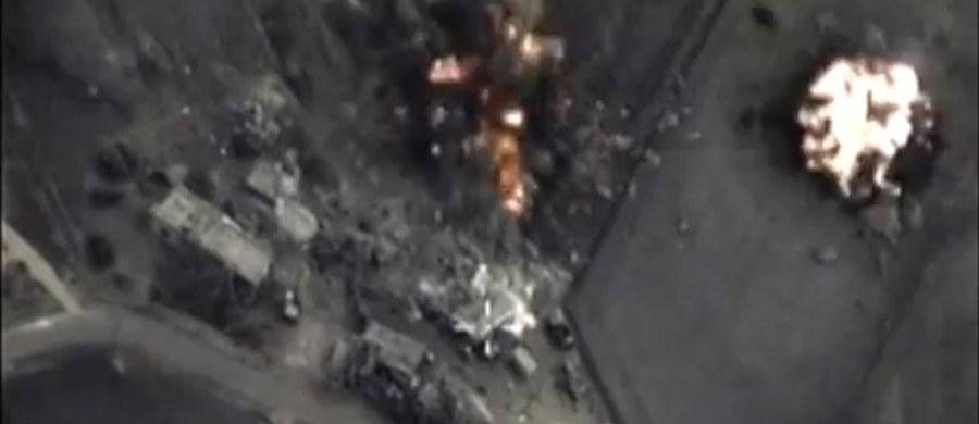 """Rosja przerzuciła na lotnisko koło Latakii na północnym zachodzie Syrii pełnowartościową mieszaną grupę lotniczą, składającą się z samolotów i śmigłowców - poinformował dziennik """"Kommiersant"""", powołując się na źródło wojskowe w Moskwie. Rozmówca gazety przekazał, że w skład grupy weszły samoloty szturmowo-bombowe Su-24M, szturmowe Su-25SM oraz wielozadaniowe Su-30SM i Su-34, a także ciężkie śmigłowce bojowe Mi-24 i wielozadaniowe Mi-8. Rosyjscy eksperci ostrzegają tymczasem, że Rosja stanie się teraz celem dżihadystów z Państwa Islamskiego."""