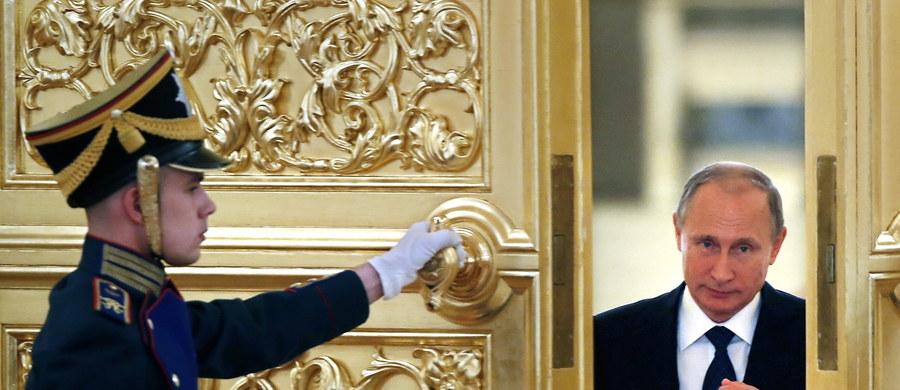 """""""Rosja zaczyna rozmawiać z USA z pozycji siły, pokazuje, czy Amerykanom się to podoba czy nie, z Rosją trzeba się będzie w sprawie Syrii dogadać"""" – komentuje pytany przez dziennikarza RMF FM Wojciech Lorenz z Polskiego Instytutu Spraw Międzynarodowych."""