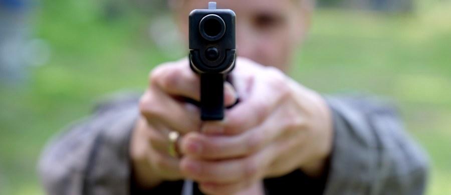 Awantura na DK nr 11 niedaleko Byczyny w Opolskiem. Zaczęło się od obraźliwych gestów, skończy prawdopodobnie w sądzie. A w między czasie była jeszcze...siekiera i pistolet hukowy.