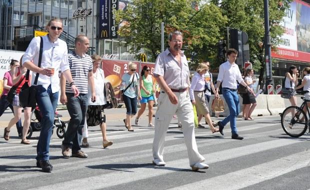 Senat jednym głosem zaakceptował wniosek o odrzucenie noweli Prawa o ruchu drogowym, zakładającej, że pieszy - zarówno na przejściu dla pieszych, jak i przed nim - będzie miał pierwszeństwo przed pojazdem. Za wnioskiem zgłoszonym przez senatora Aleksandra Pocieja z PO zagłosowało 38 senatorów - głównie z PiS, ale także z PO. 37 senatorów było przeciw wnioskowi, zaś dwóch wstrzymało się od głosu. Teraz Sejm, by nowela weszła jednak w życie, musi odrzucić stanowisko Senatu bezwzględną większością głosów.